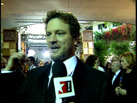 actor colin firth standing on crowded red carpet at beverly hilton hotel talking & joking about red carpet experience, golden globes ceremony. - beverly hilton hotel bildbanksvideor och videomaterial från bakom kulisserna