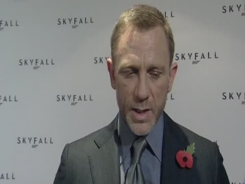 vídeos de stock, filmes e b-roll de actor daniel craig on the new james bond film skyfall to be released in 2012 on the 50th anniversary of the first bond film dr no - daniel craig ator