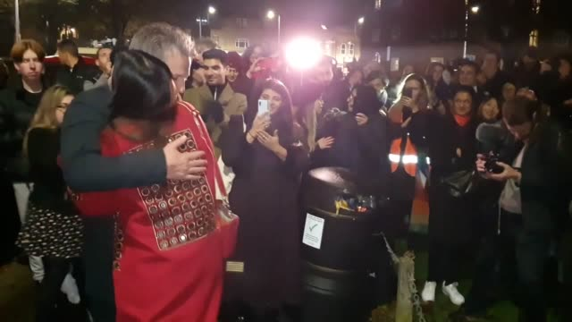 actor hugh grant faced heckles from a small group of anti-racism protesters as he campaigned for the labour party in north-east london. the love... - 英国労働党点の映像素材/bロール