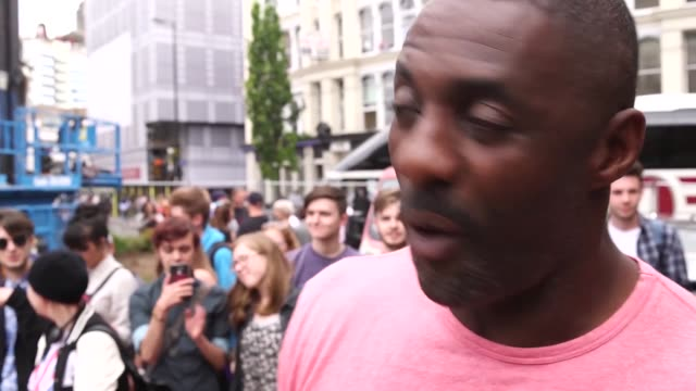 """actor idris elba has announced that he has tested positive for covid-19. the star of bbc drama luther said on twitter """"i feel okay"""", and does not... - toscana bildbanksvideor och videomaterial från bakom kulisserna"""