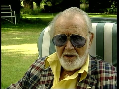 actor jack lemmon dies itn sir john mills interviewed sot he'll be remembered as a very nice man no enemies superb comic actor - 俳優点の映像素材/bロール