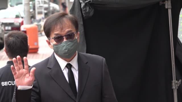 vídeos de stock e filmes b-roll de actor jackie chan attends director benny chan muk-sing's memorial meeting on september 7, 2020 in hong kong, china. director benny chan muk-sing died... - jackie chan
