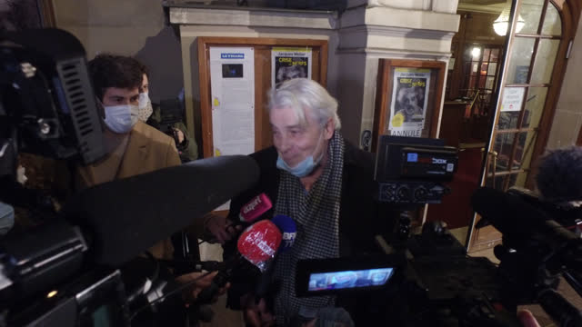 """vidéos et rushes de actor jacques weber interviewing on television before reading texts in order to fight against the closure of theatres at """"théâtre de l'atelier"""" on... - french culture"""