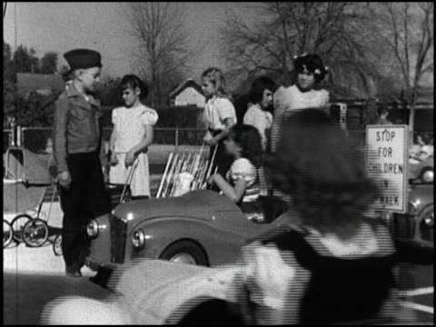 vídeos y material grabado en eventos de stock de actor jimmy stewart narrates this 1954 driver safety clip about kids at a phoenix elementary school who practice safe driving with kidsized pedal... - narrar