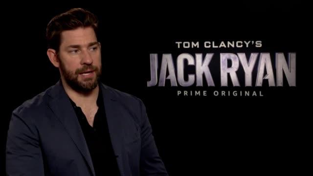 actor john krasinski discusses his new show on amazon prime jack ryan where he plays the lead role - john krasinski video stock e b–roll