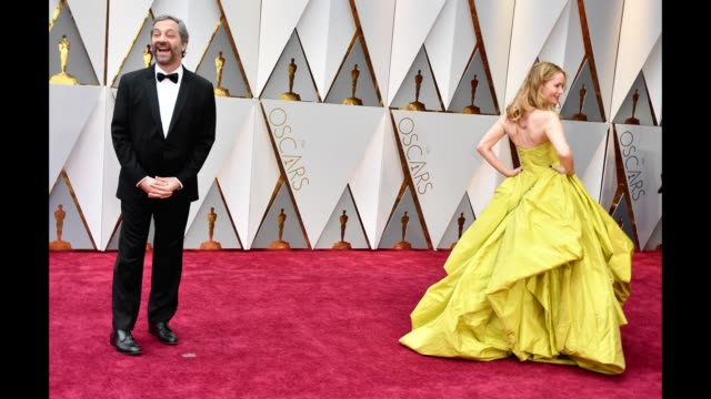 vídeos de stock, filmes e b-roll de actor leslie mann and director judd apatow attend the 89th annual academy awards at hollywood & highland center on february 26, 2017 in hollywood,... - leslie mann