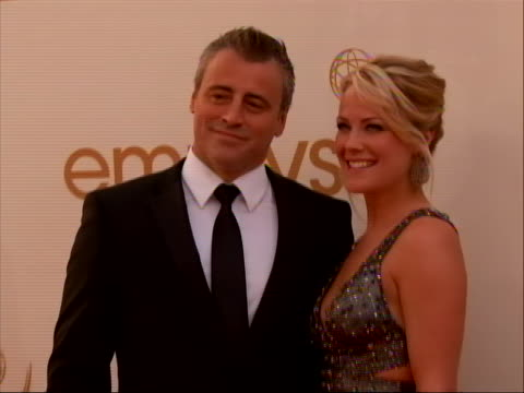vídeos de stock, filmes e b-roll de actor matt leblanc on the red carpet for 2011 emmy awards on september 18 the 63rd annual primetime emmy awards, honoring the best in primetime... - bbc archives
