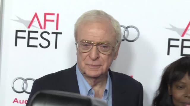 vídeos de stock e filmes b-roll de actor michael caine attends the afi fest screening of youth in which he stars alongside harvey keitel as two friends holidaying in the swiss alps... - michael caine ator