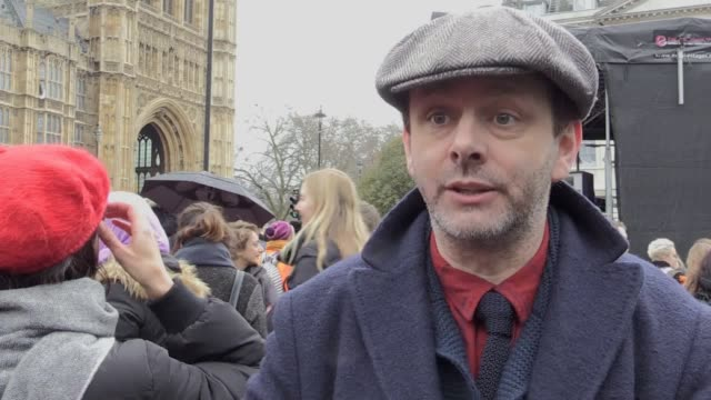 "actor michael sheen has said he would ""absolutely"" take a pay cut if it meant being paid the same as a female actress. speaking at a march4women... - michael sheen bildbanksvideor och videomaterial från bakom kulisserna"