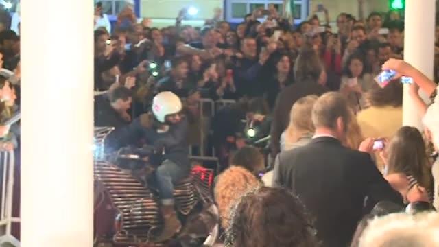actor orlando bloom attends the 'the greasy hands preachers' premiere. - premiär bildbanksvideor och videomaterial från bakom kulisserna