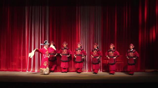 ms actor performing qinqiang opera in theater, qinqiang is representative folk opera of northwest china audio / xi'an, shaanxi, china - 腰に手を当てる点の映像素材/bロール