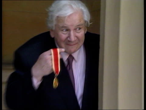 actor sir peter ustinov dies lib ustinov posing next pillar with knighthood insignia zoom in cms photographers - insignia stock videos and b-roll footage