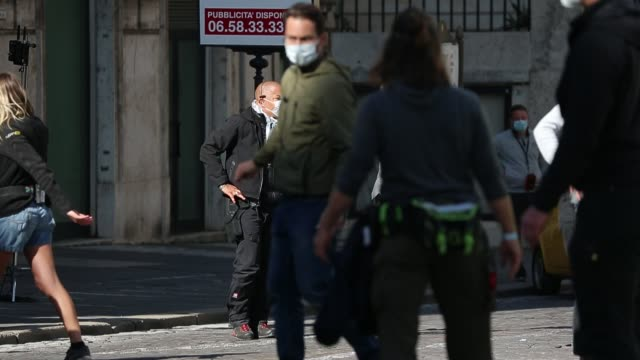 vídeos de stock e filmes b-roll de actor tom cruise is seen during the mission impossible 7 filming on october 17, 2020 in rome, italy. - tom cruise