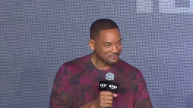 actor will smith attends 'gemini man' press conference on october 14, 2019 in shanghai, china. - 俳優 ウィル・スミス点の映像素材/bロール