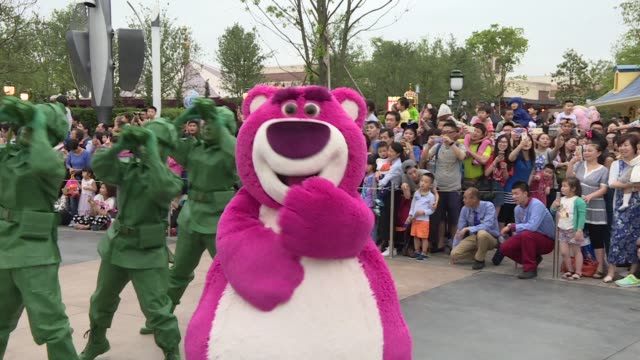 actors dressed in costume as characters from toy story march ahead of a toy story float in a parade at walt disney co's shanghai disneyland theme... - paraden stock-videos und b-roll-filmmaterial