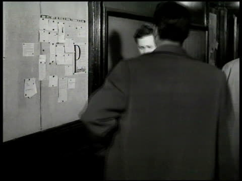 actor's equity association building w/ people walking inside. men walking in hallway male & female looking at bulletin board. actor's equity... - 1949 個影片檔及 b 捲影像