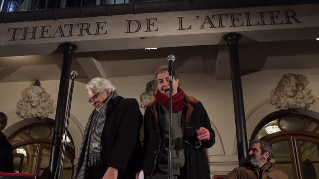 """vidéos et rushes de actors jacques weber and françois morel read texts in order to fight the closure of the playhouses at the """"theatre de l'atelier"""" on december 15 in... - french culture"""
