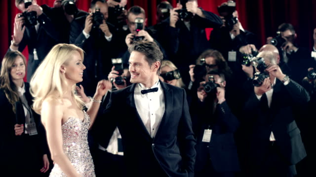 akteure auf roten teppich - fotograf stock-videos und b-roll-filmmaterial