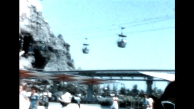 vídeos y material grabado en eventos de stock de actors play martians at disneyland amusement park in the early 1960's - disneyland california