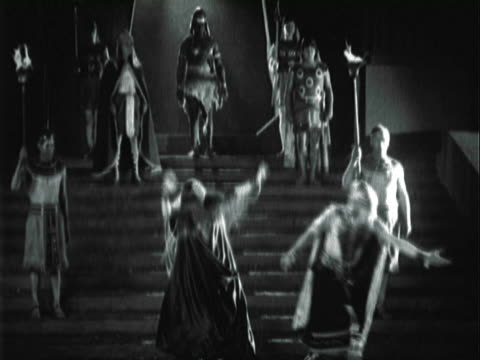 montage actors preforming as romans in a silent picture / los angeles, california, unites states - 1924 stock-videos und b-roll-filmmaterial