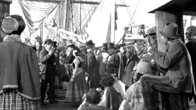actors reenact a gathering at new orleans harbor. - 19世紀点の映像素材/bロール