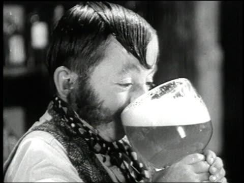 vídeos y material grabado en eventos de stock de 1938 montage actors singing in a saloon while customer drinks a huge beer in the film 'terror of tiny town' / united states - 1930
