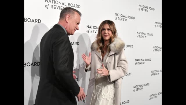 vídeos y material grabado en eventos de stock de actors tom hanks and rita wilson attend the 2018 the national board of review annual awards gala at cipriani 42nd street on january 9 2018 in new... - formato de archivo gif