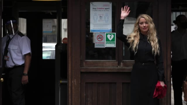 actress amber heard arrives at court on the last day of the johnny depp vs the sun trial at royal courts of justice, strand on july 28, 2020 in... - アンバー・ハード点の映像素材/bロール