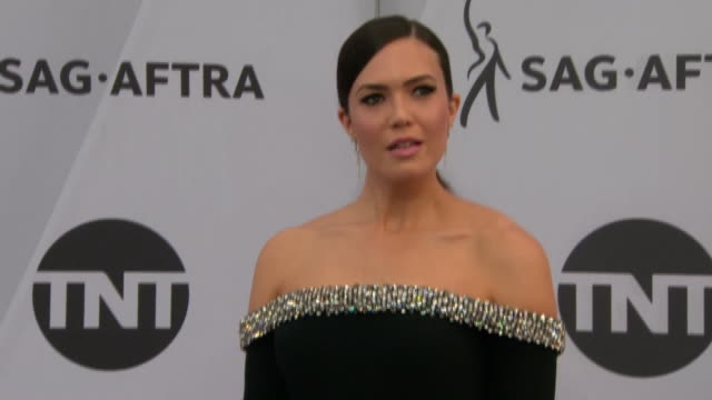actress and singer mandy moore on the red carpet at the sag awards on january 27, 2019 in los angeles, california. - music or celebrities or fashion or film industry or film premiere or youth culture or novelty item or vacations stock videos & royalty-free footage