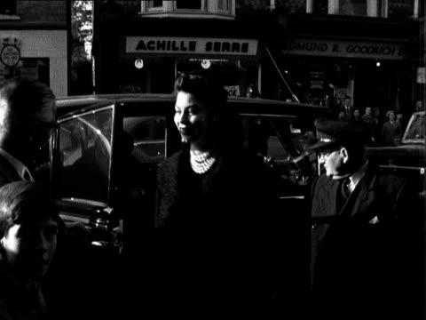 vídeos de stock e filmes b-roll de actress ava gardner arrives to open queen victoria hospital charity fair; england: susses: east grinstead: ext day queen victoria hospital actress... - ava gardner