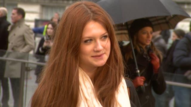 vidéos et rushes de actress bonny wright at the burberry prorsum london fashion week a/w 2010 red carper arrivals at london england - burberry prorsum