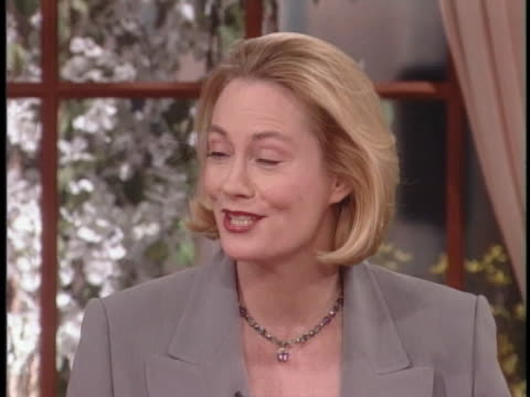 actress cybill shepherd talks about having to write a part for herself as a woman over 40, if she goes back to television. - biographie stock-videos und b-roll-filmmaterial