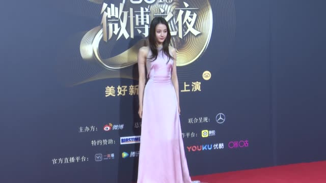 vidéos et rushes de actress dilraba dilmurat attends 2018 weibo awards ceremony on january 11, 2019 in beijing, china. - actrice