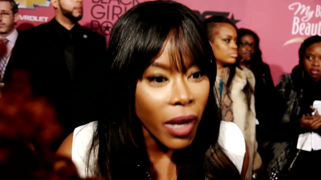 vídeos de stock e filmes b-roll de actress golden brooks discusses reuniting with her girlfriends cast mates at the bet black girls that rock event - 2013
