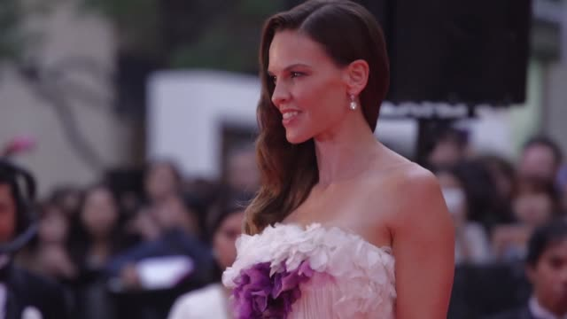 us actress hilary swank joins other asian stars on the red carpet for the opening ceremony of the 28th tokyo international film festival - hilary swank stock videos & royalty-free footage