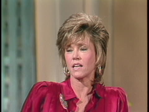 """actress jane fonda discusses her oscar nomination for her role in """"the morning after"""". - ジェーン・フォンダ点の映像素材/bロール"""