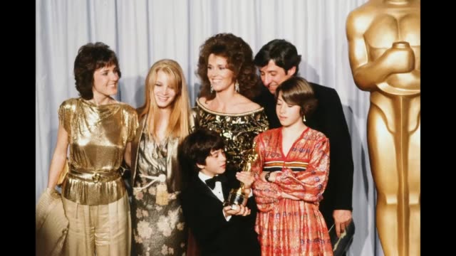 actress jane fonda with husband tom hayden and family, bridgette fonda ,troy garity, vanessa vadim and amy fonda poses backstage after accepting her... - ジェーン・フォンダ点の映像素材/bロール