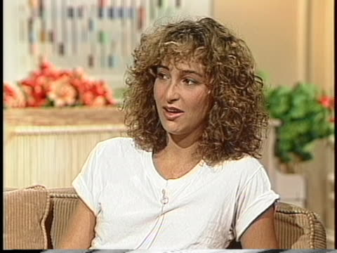 actress jennifer grey discusses a car accident involving herself and actor matthew broderick. - マシュー ブロデリック点の映像素材/bロール