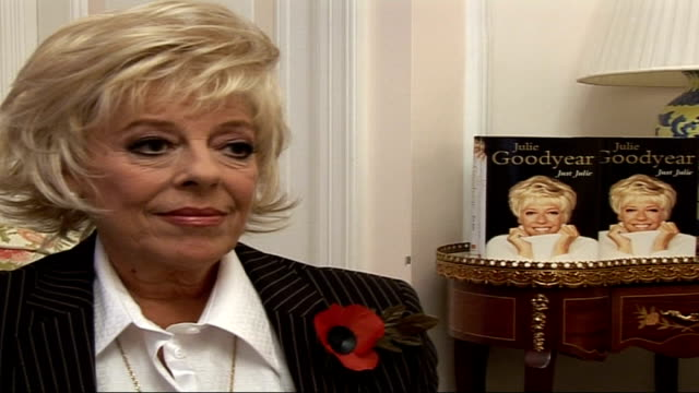 vidéos et rushes de actress julie goodyear promoting her new book 'just julie' england int julie goodyear interview sot on why she wrote her autobiography now and... - autobiographie