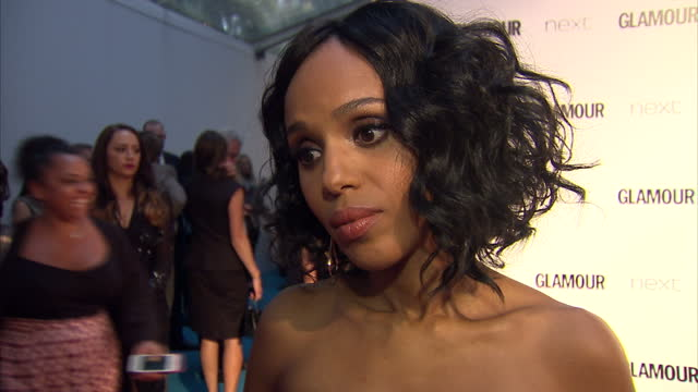 vídeos de stock, filmes e b-roll de actress kerry washington talking about working on scandal the glamour awards took place on june 02 2015 in london england - atriz