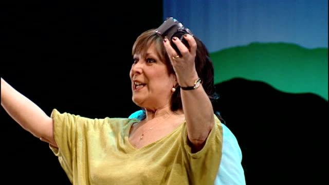actress linda bellingham reveals she has terminal cancer t22040941 london noel coward theatre int actress lynda bellingham performing on stage in... - lynda bellingham stock videos & royalty-free footage
