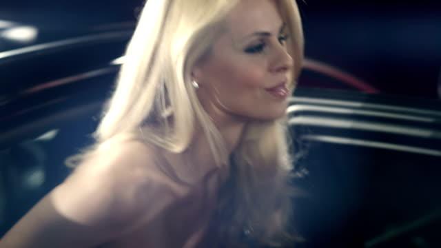 vídeos y material grabado en eventos de stock de actriz en la alfombra roja - alfombra roja