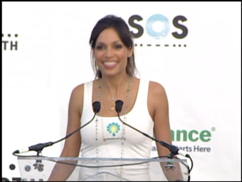 vídeos de stock, filmes e b-roll de actress rosario dawson at the live earth new york press room at giants stadium in east rutherford new jersey on july 7 2007 - rosario dawson