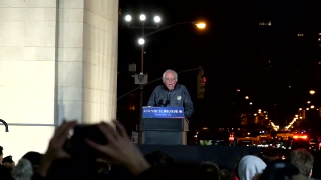 actress rosario dawson speaks before senator sanders at the bernie sanders campaign rally in washington square park, underneath the arch in the heart... - 研磨器点の映像素材/bロール