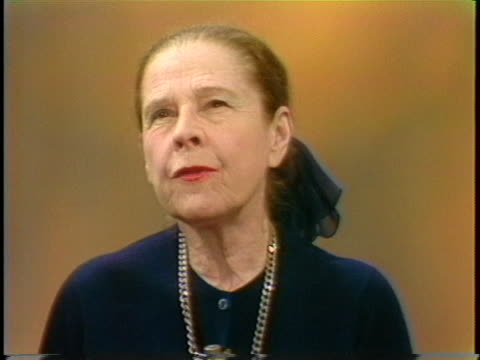 """actress ruth gordon describes her role as nibs, one of the lost boys in """"peter pan."""" - 伝記点の映像素材/bロール"""