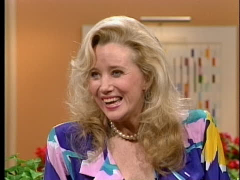 actress sally kirkland talks about getting career advice from hollywood film producer david o selznick - sally kirkland stock videos & royalty-free footage