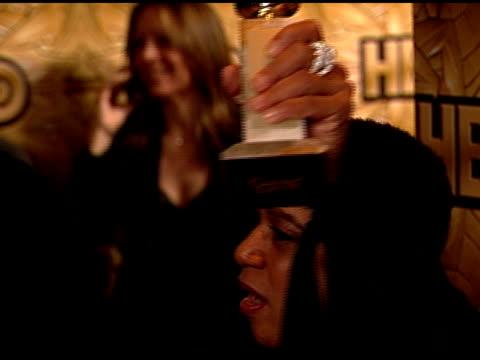 stockvideo's en b-roll-footage met actress sharon epatha merkerson holding golden globe award in hand on carpet of beverly hilton hotel posing for photographs for press, kissing golden... - beverly hilton hotel