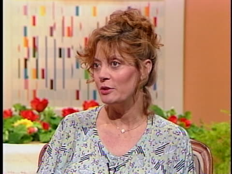 actress susan sarandon says she sees abortion as a civil liberties question and not one for the government to make. - スーザン・サランドン点の映像素材/bロール