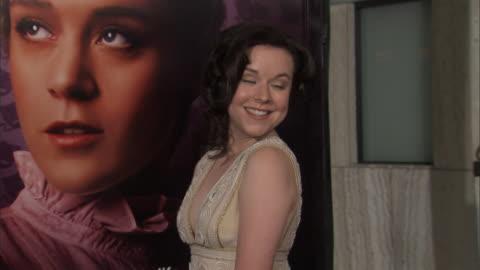 stockvideo's en b-roll-footage met actress tina majorino on red carpet outside cinerama dome posing for press photographs, - tina majorino