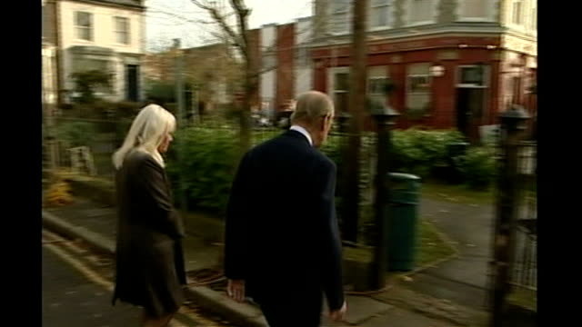 vidéos et rushes de actress wendy richard dies aged 65 lib richard and prince philip on tour of 'eastenders' set prince philip richard queen elizabeth ii and barbara... - eastenders
